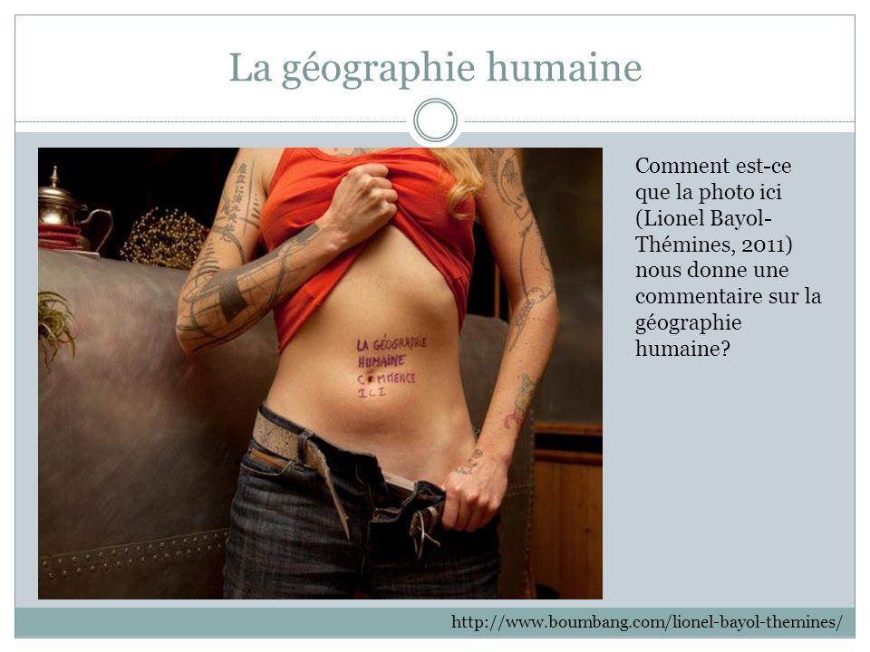 La géographie humaine http://www.boumbang.com/lionel-bayol-themines/ Comment est-ce que la photo ici (Lionel Bayol- Thémines, 2011) nous donne une commentaire sur la géographie humaine?