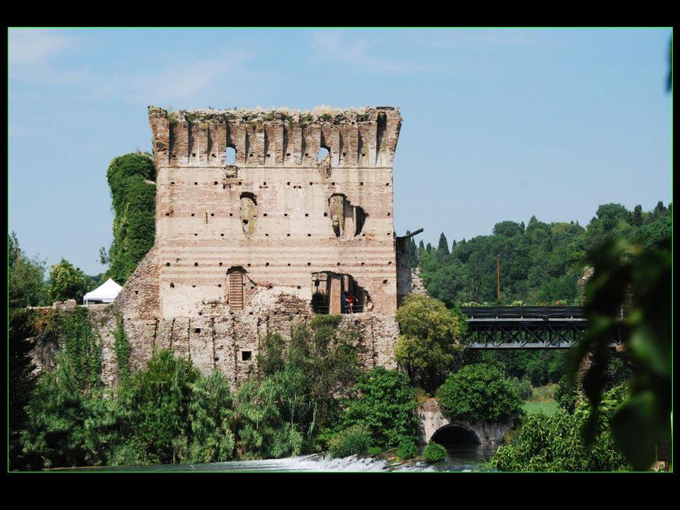 Le pont Visconti, unique passage fortifié, construit de 1393 à 1395, sur ordre de Gian Galeazzo Visconti