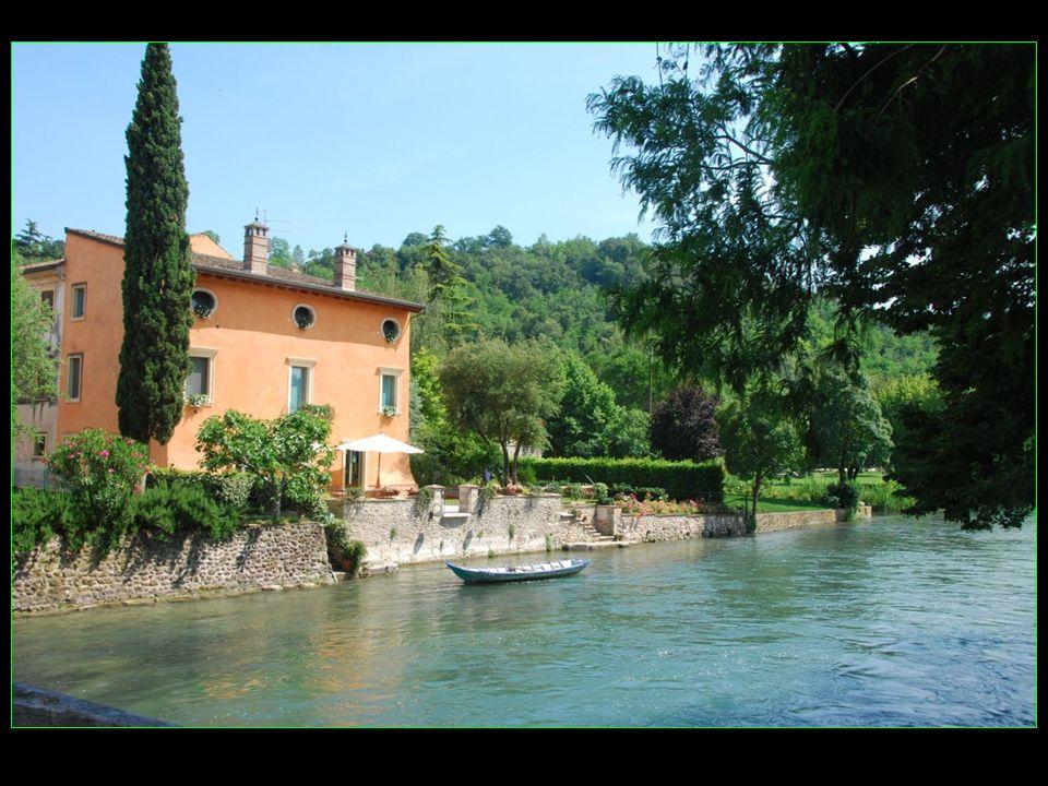 Hamlet, le nom dorigine Lombarde, qui signifie village fortifié et premier village construit près du Point de passage à gué de la rivière Mincio