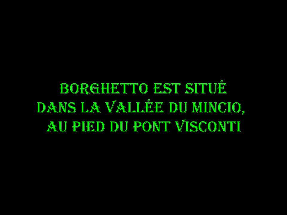 Borghetto est situé dans la vallée du Mincio, au pied du pont Visconti