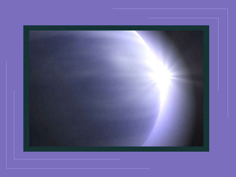 Dans ces flots de lumière où létoile sabîme La lune glisse encore un rayon affaibli; Mais lastre qui tantôt argentait chaque cime Séclipse doucement sous lhorizon pâli.