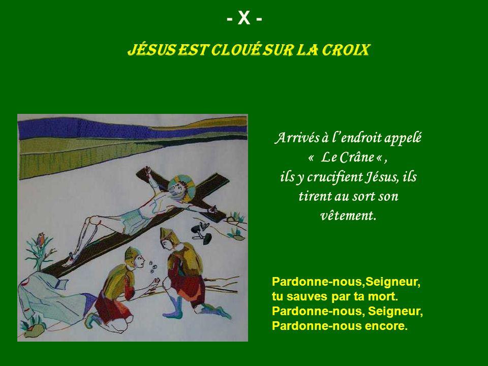 Jésus est cloué sur la croix - X - Pardonne-nous,Seigneur, tu sauves par ta mort. Pardonne-nous, Seigneur, Pardonne-nous encore. Arrivés à lendroit ap