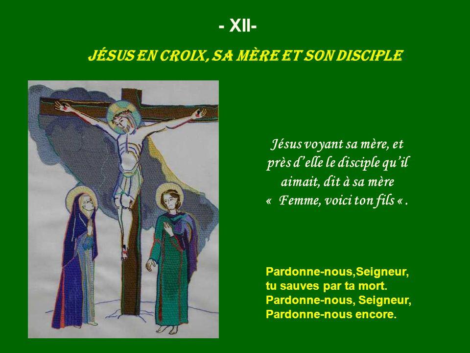 Jésus en croix, sa mère et son disciple - XII- Jésus voyant sa mère, et près delle le disciple quil aimait, dit à sa mère « Femme, voici ton fils «. P