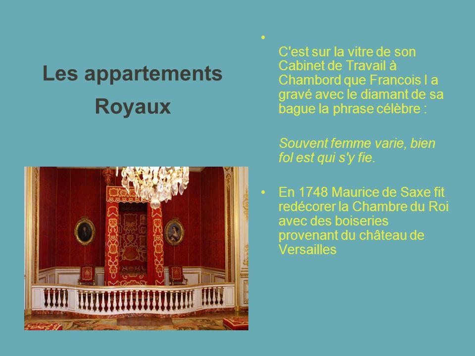 Les appartements Royaux C'est sur la vitre de son Cabinet de Travail à Chambord que Francois I a gravé avec le diamant de sa bague la phrase célèbre :