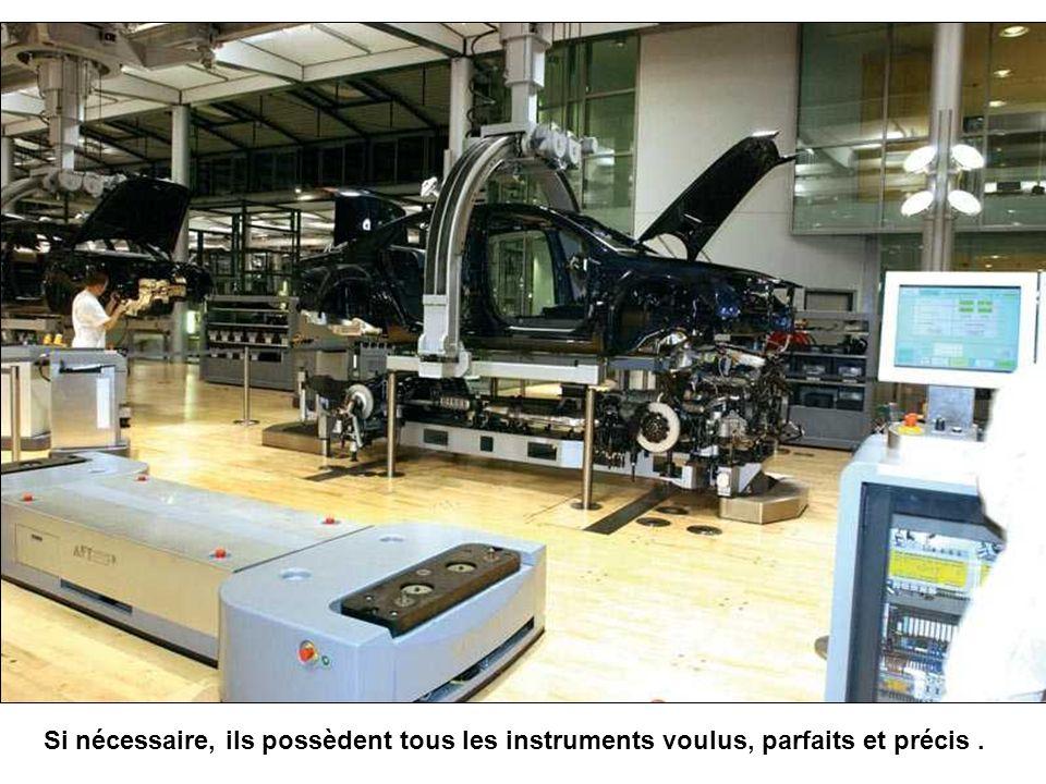 Tout est assemblé selon les désirs du client : moteur choisi en fonction du chassis, type et couleur de carrosserie Regardez les instruments de contrô