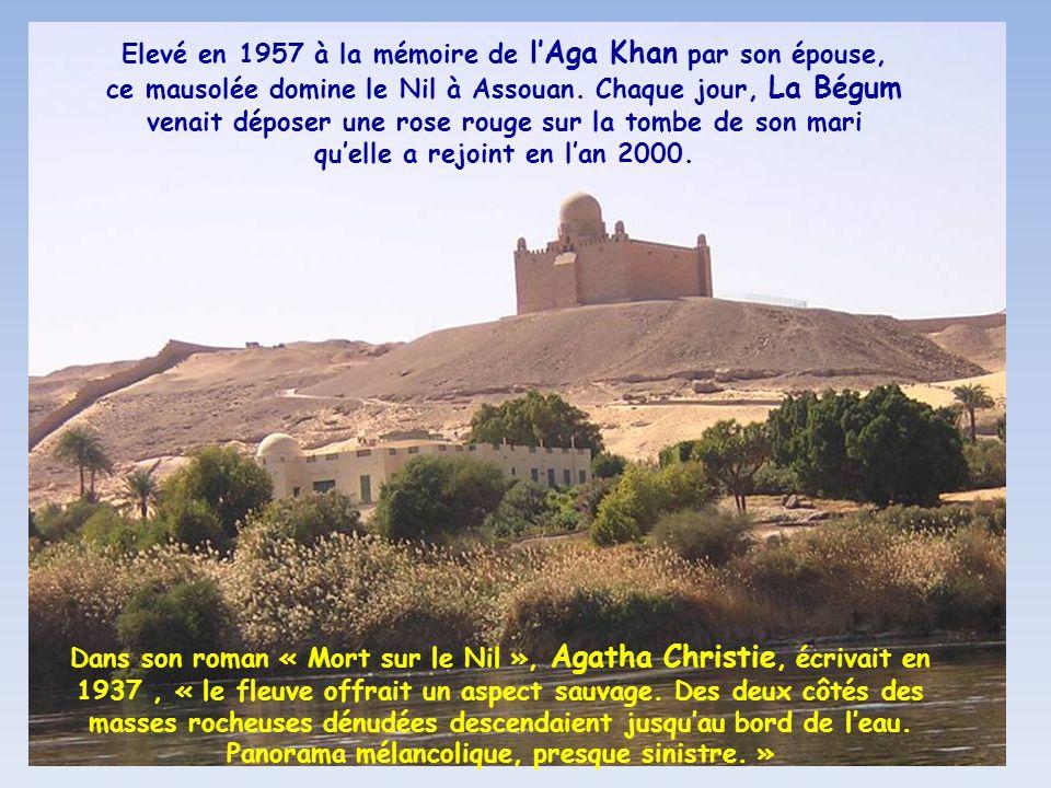 La mosquée El Tabia, flanquée de ces 2 minarets, encadrant le dôme central de la salle des prières
