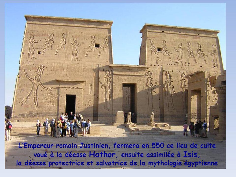 Le Temple dIsis à Philaé, édifié au IV° s. avant le présent, est un des sanctuaires majeurs de la déesse en Egypte