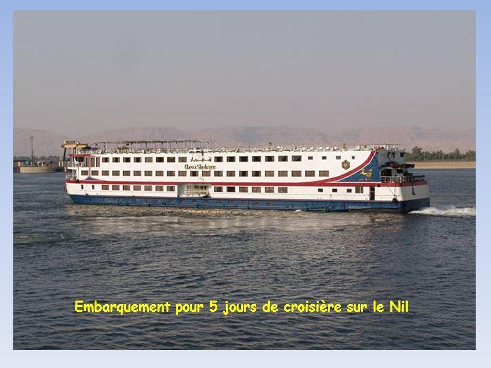 Port dattache des bateaux de croisière du Nil sur la corniche de Louxor