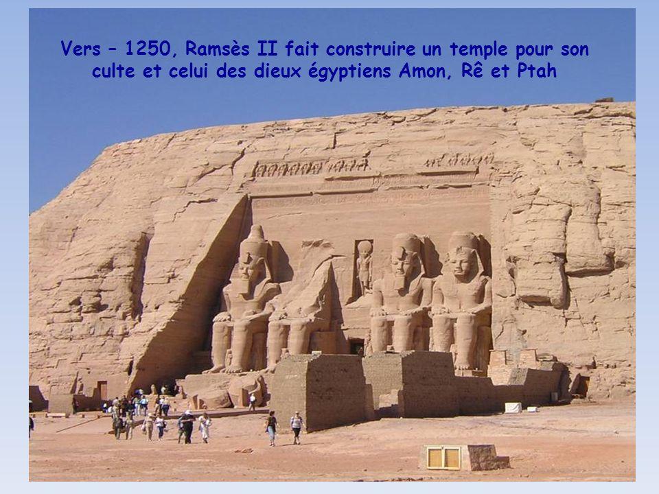 Vue du ciel de la reconstitution du Temple de Ramsès II à Abou Simbel, sauvé par lUNESCO suite à la montée des eaux du lac Nasser et reconstruit à par