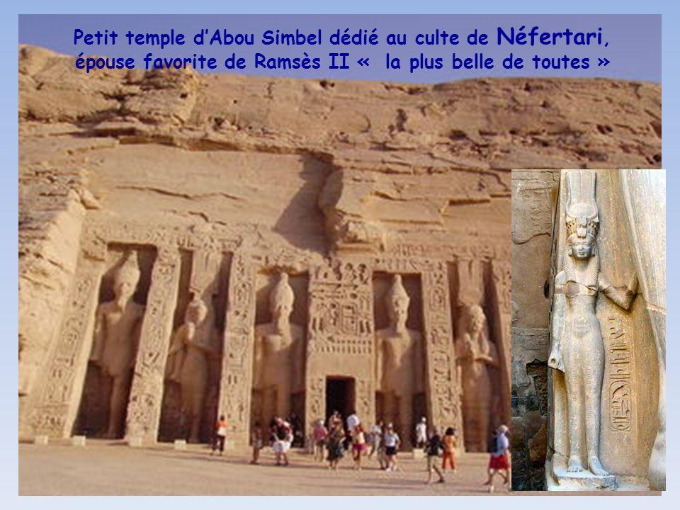 Fresques de Ramsès II sur son char lors de la bataille de Qadesh vers - 1274, contre lempire Hittite (Sud Syrie) et une autre en train de maîtriser se