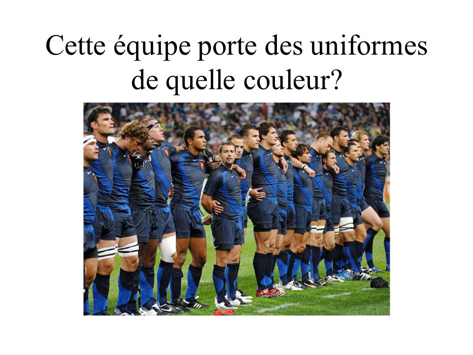 Cette équipe porte des uniformes de quelle couleur?