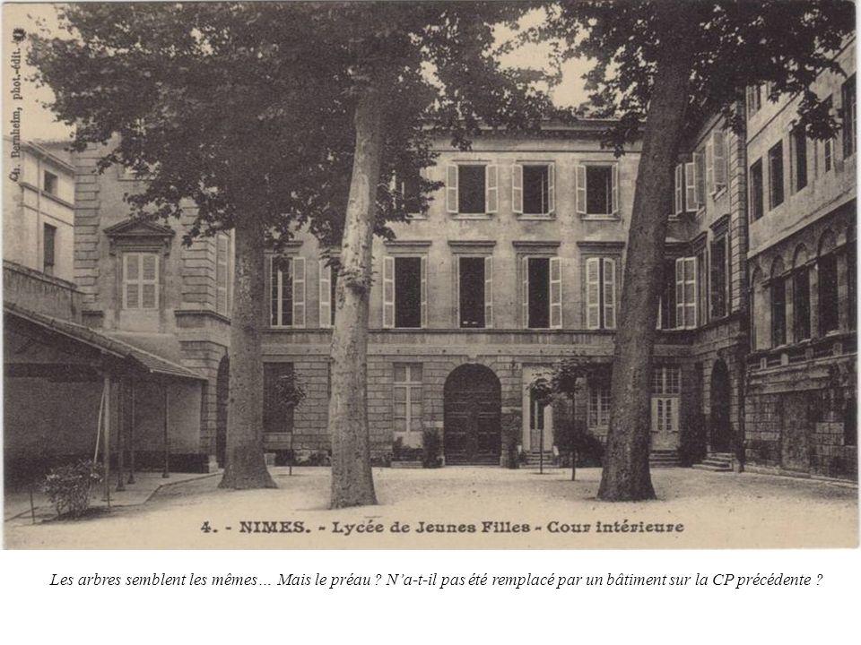 Toutes les anciennes cartes postales désignent ainsi la Chapelle des Jésuites : Chapelle de lancien Lycée.