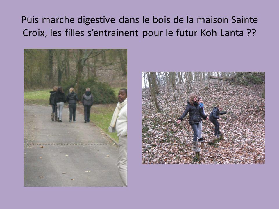 Puis marche digestive dans le bois de la maison Sainte Croix, les filles sentrainent pour le futur Koh Lanta