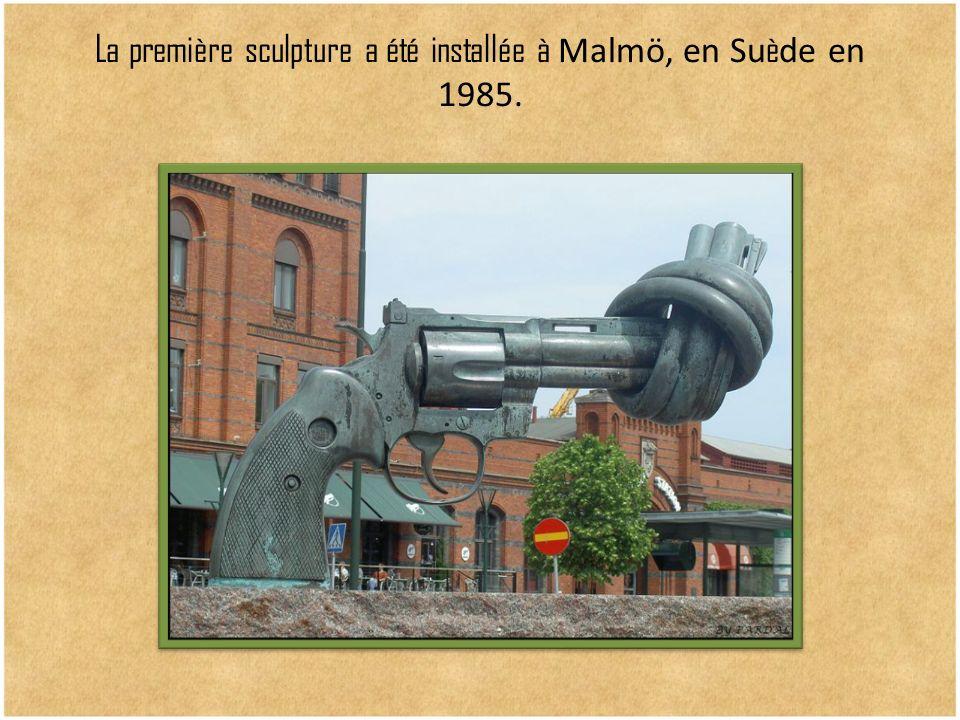 La première sculpture a été installée à Malmö, en Su è de en 1985.