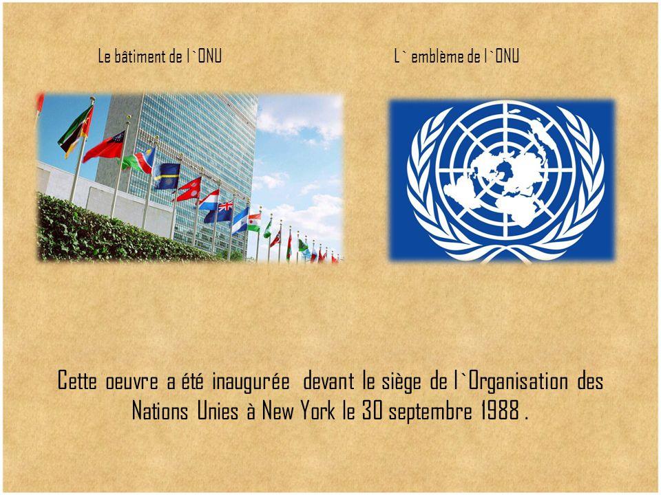 Cette oeuvre a été inaugurée devant le siège de l`Organisation des Nations Unies à New York le 30 septembre 1988. Le bâtiment de l`ONUL` emblème de l`