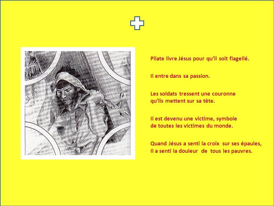 Pilate livre Jésus pour quil soit flagellé. Il entre dans sa passion. Les soldats tressent une couronne quils mettent sur sa tête. Il est devenu une v