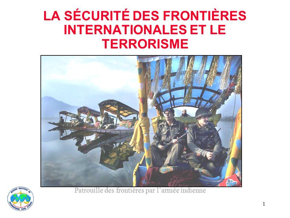 2 UN CONTRÔLE DES FRONTIÈRES EFFICACE La Résolution 1373 du Conseil de sécurité de lONU exige que les États « empêchent le mouvement des terroristes et des groupes de terroristes par des contrôles des frontières efficaces.