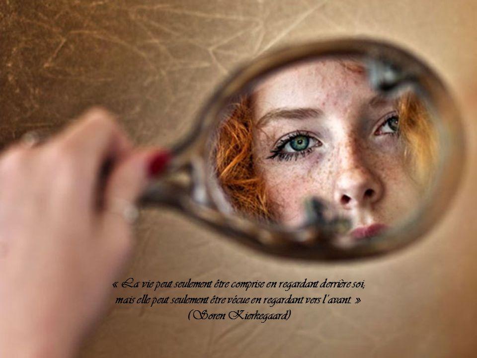 « La vie peut seulement être comprise en regardant derrière soi; mais elle peut seulement être vécue en regardant vers lavant.