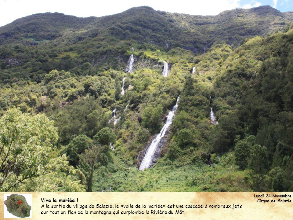 Vive la mariée ! A la sortie du village de Salazie, le «voile de la mariée» est une cascade à nombreux jets sur tout un flan de la montagne qui surplo