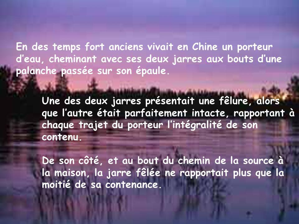 En des temps fort anciens vivait en Chine un porteur deau, cheminant avec ses deux jarres aux bouts dune palanche passée sur son épaule.
