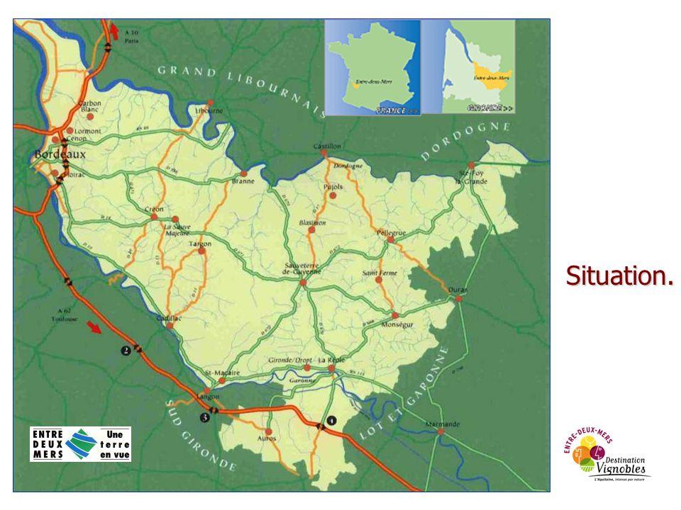 > 1 300 km 2 (environ 12% de la superficie du département de la Gironde.) > 155 communes, 12 Communautés de Communes organisées en 3 Syndicats Mixtes de Pays (loi LOADT du 25 juin 1999) > 100 000 habitants > 2 600 lits touristiques marchands représentants 1.6% de loffre de la Gironde > 260 adhérents au Pays Touristique (hébergements, restaurants, produits du terroir, viticulteurs, lieux de visite, activités de pleine nature…) > La région géographique appelée Entre-deux-Mers est le plus vaste territoire d appellations d origine contrôlées viticoles du département de la Gironde.