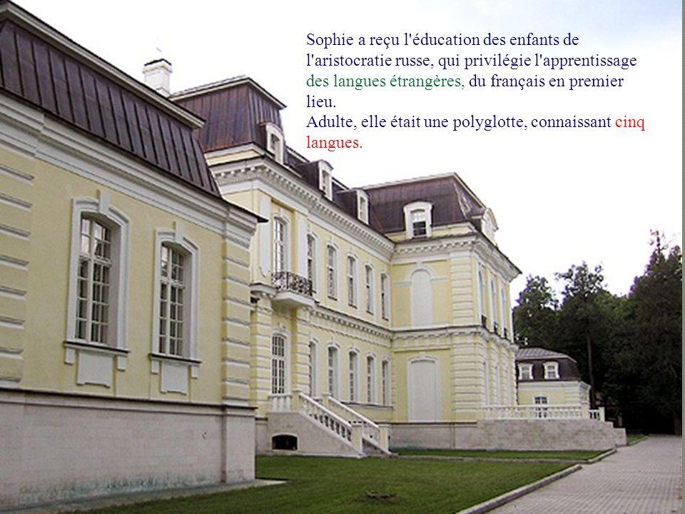 En 1812, lors de l invasion de la Russie par la Grande Armée, son père est gouverneur de Moscou.