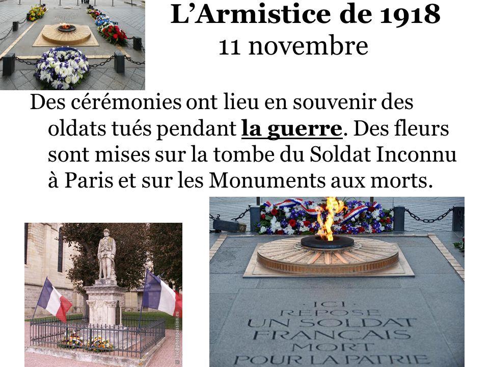 LArmistice de 1918 11 novembre Des cérémonies ont lieu en souvenir des oldats tués pendant la guerre. Des fleurs sont mises sur la tombe du Soldat Inc