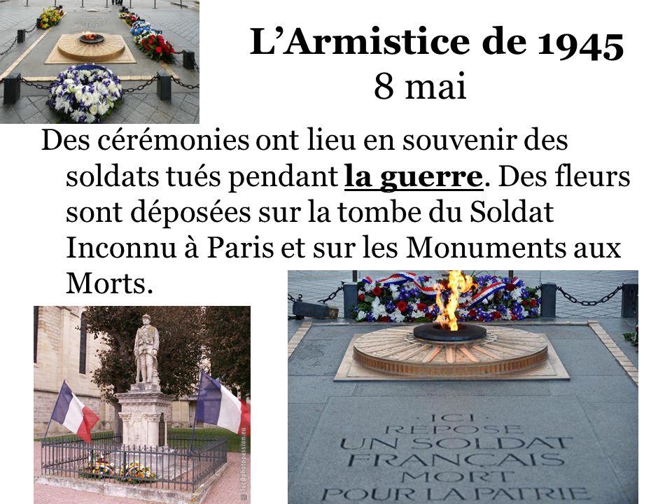 LArmistice de 1945 8 mai Des cérémonies ont lieu en souvenir des soldats tués pendant la guerre. Des fleurs sont déposées sur la tombe du Soldat Incon