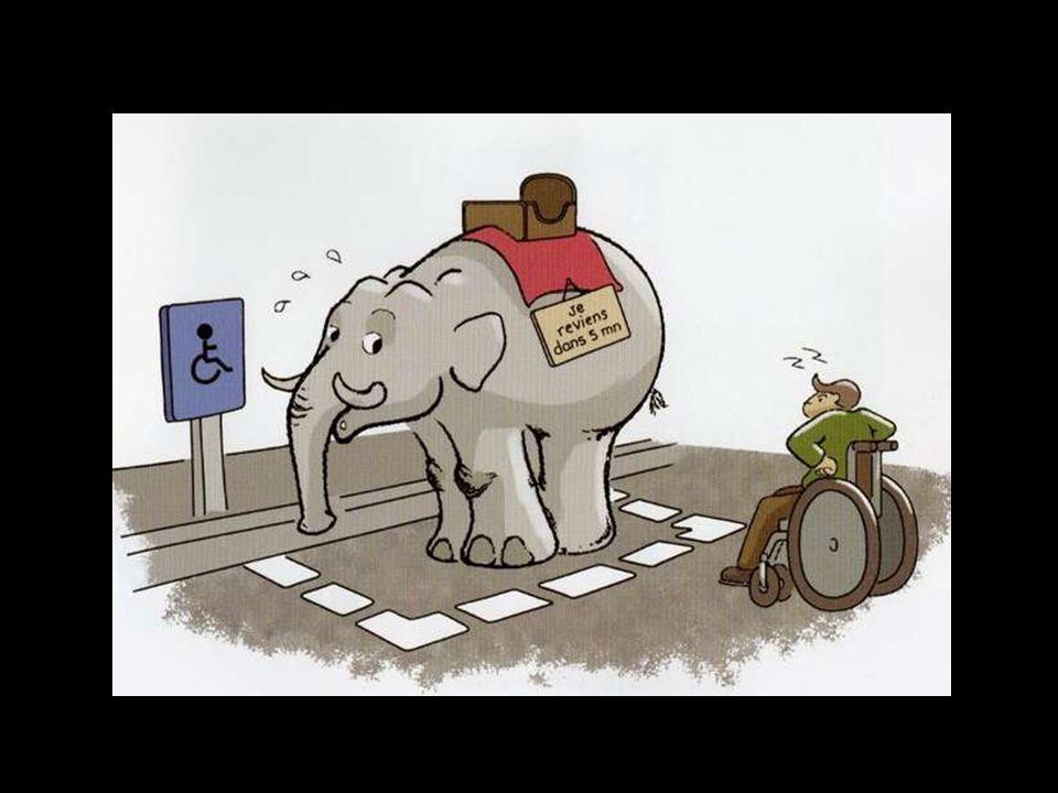 C'est au prix de souffrances que nous rentrons Dans la rue parmi les voitures et les piétons Avec nos fauteuils roulants Ils vous bousculent au passag