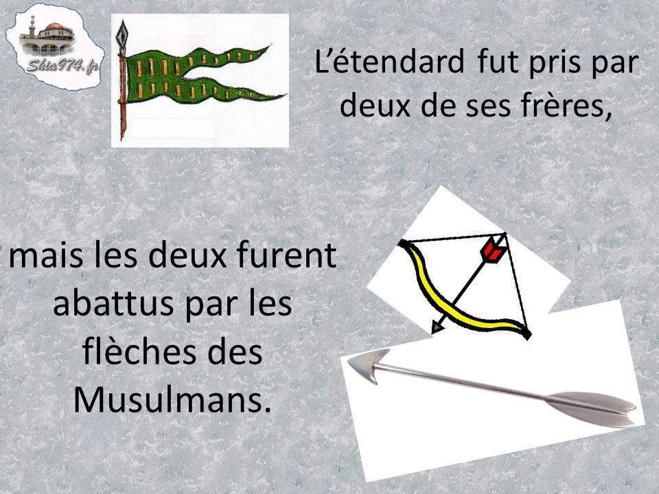 Létendard fut pris par deux de ses frères, mais les deux furent abattus par les flèches des Musulmans.