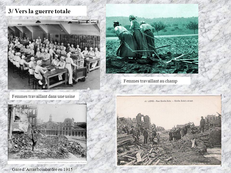 3/ Vers la guerre totale Femmes travaillant dans une usine Femmes travaillant au champ Gare dArras bombardée en 1915
