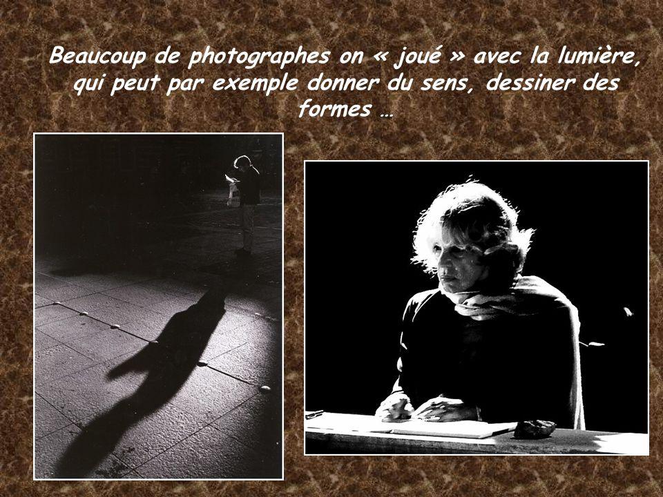 Beaucoup de photographes on « joué » avec la lumière, qui peut par exemple donner du sens, dessiner des formes …