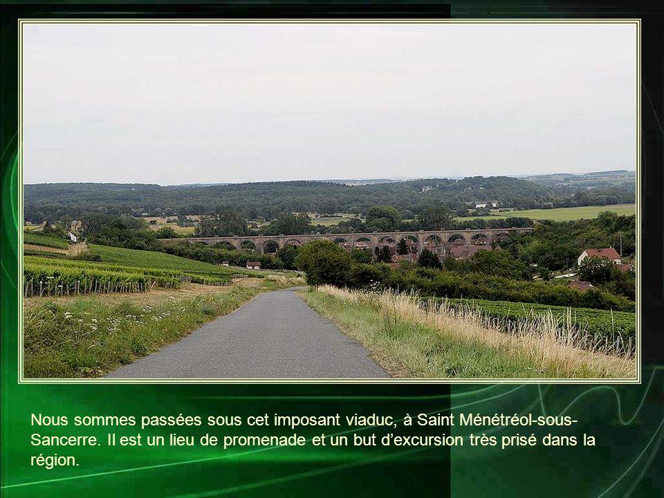Nous sommes passées sous cet imposant viaduc, à Saint Ménétréol-sous- Sancerre.