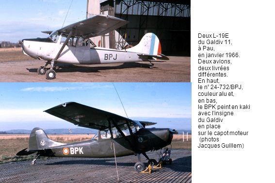 Deux L-19E du Galdiv 11, à Pau, en janvier 1966. Deux avions, deux livrées différentes. En haut, le n° 24-732/BPJ, couleur alu et, en bas, le BPK pein