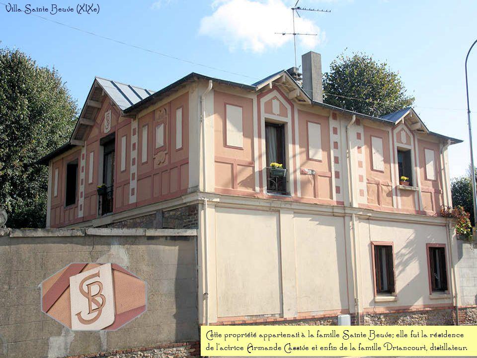 Ce bâtiment abrita la mairie de Saint-Brice de 1897 à 1970. Actuellement, il fait office de banque. Ancienne mairie (XIXe )