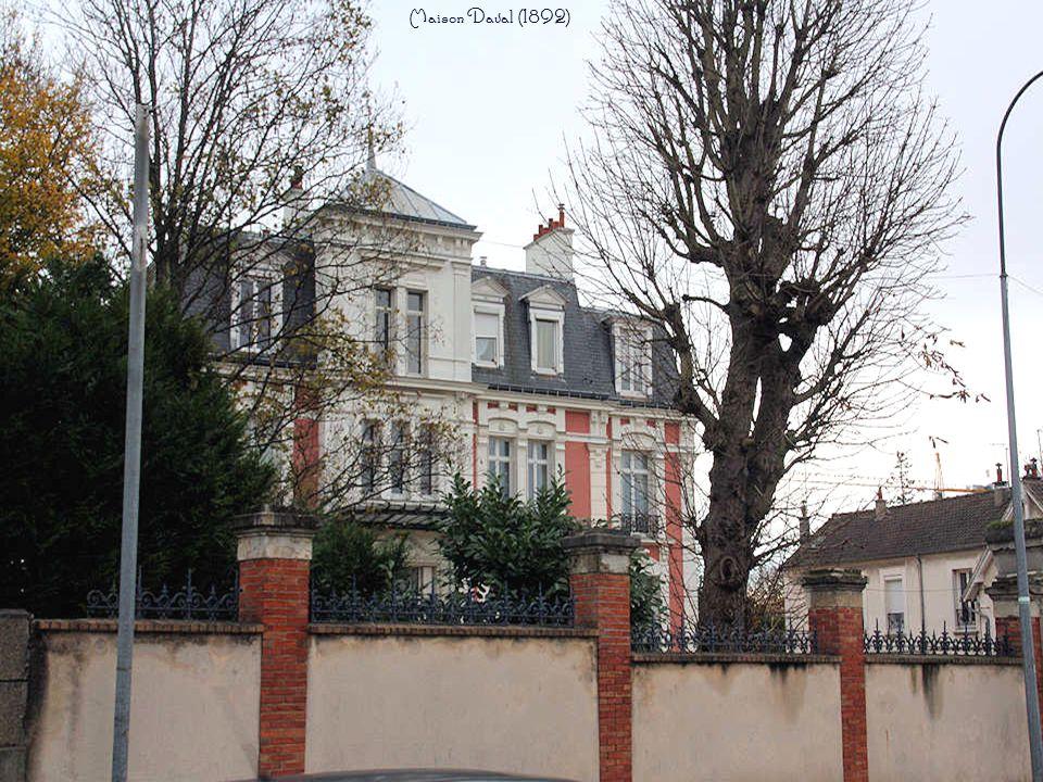 Hôtel de Mauléon, façade principale sur le parc de la propriété (carte postale ancienne).