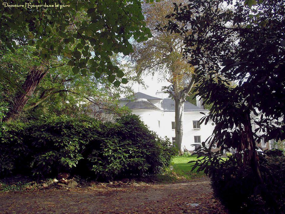Demeure de lEcuyer, sur rue La demeure de lEcuyer est formée dun ensemble de bâtiments des XVIIe-XVIIIe siècles. En 1730, Nicolas, Vincent du Trou, éc