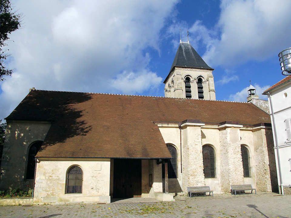 L'église a reçu son visage actuel en 1778, lors du percement de la rue de Paris, lorsque le chœur est abattu pour faire place à la route, et quand la