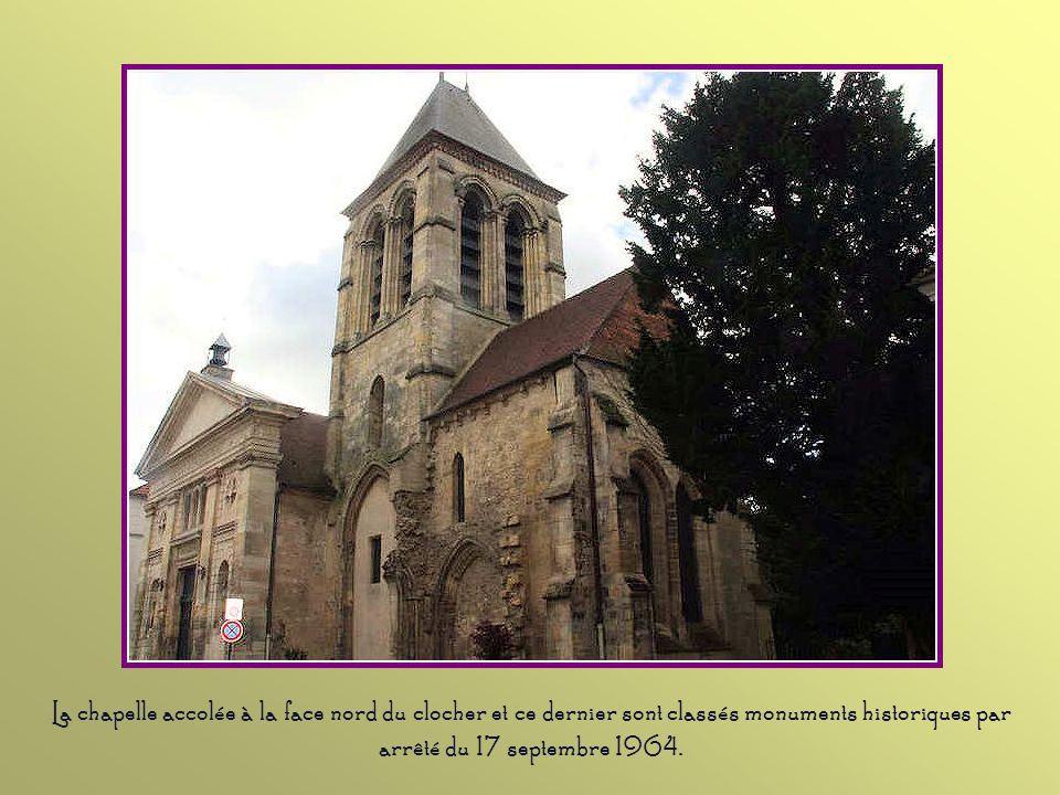 La chapelle accolée à la face nord du clocher et ce dernier sont classés monuments historiques par arrêté du 17 septembre 1964.