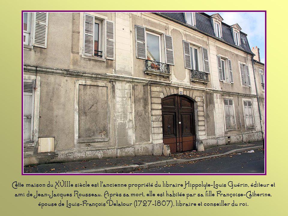Cette ancienne ferme du XVIIIe siècle était une propriété des religieuses du couvent de la Visitation, à Saint Denis. Traditionnellement, elle se comp