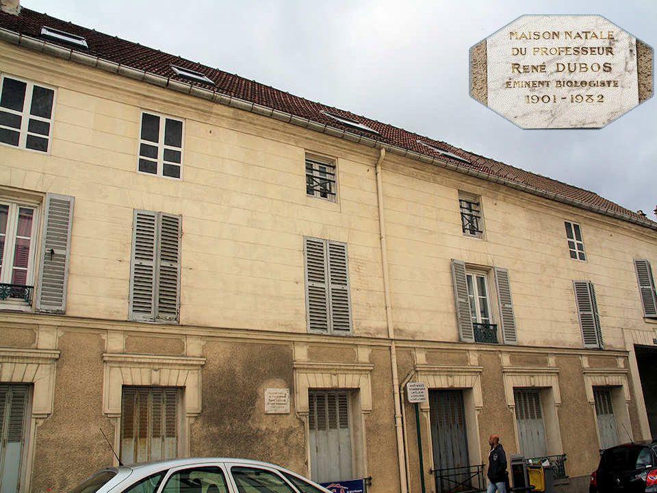 Cette maison du XVIIIe siècle est l'ancienne propriété du libraire Hippolyte-Louis Guérin, éditeur et ami de Jean-Jacques Rousseau. Après sa mort, ell