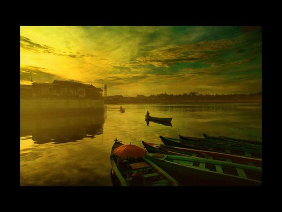 La poésie visuelle de Cest donc la technique quutilise Rarindra Prakarsa après avoir photographier ; il travaille certains éléments pour donner une pl