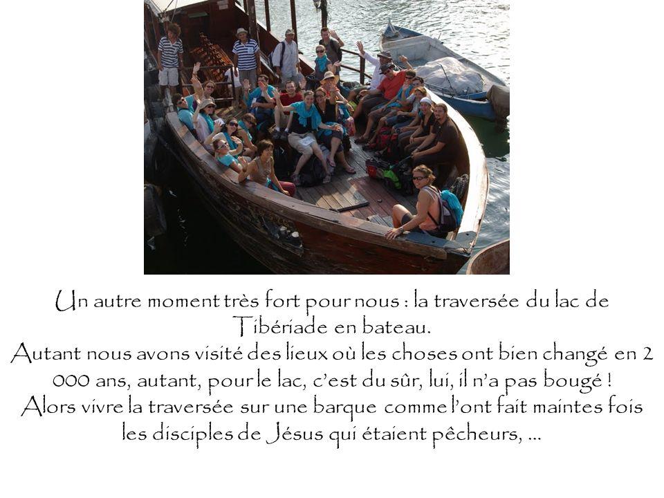 Un autre moment très fort pour nous : la traversée du lac de Tibériade en bateau. Autant nous avons visité des lieux où les choses ont bien changé en