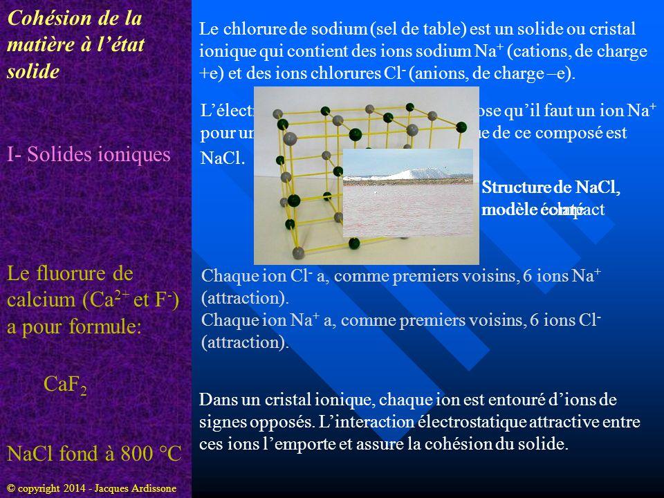 Cohésion de la matière à létat solide I- Solides ioniques Le chlorure de sodium (sel de table) est un solide ou cristal ionique qui contient des ions