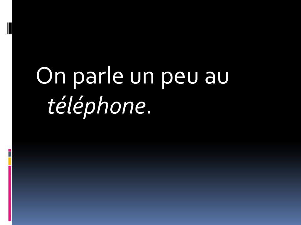 On parle un peu au téléphone.