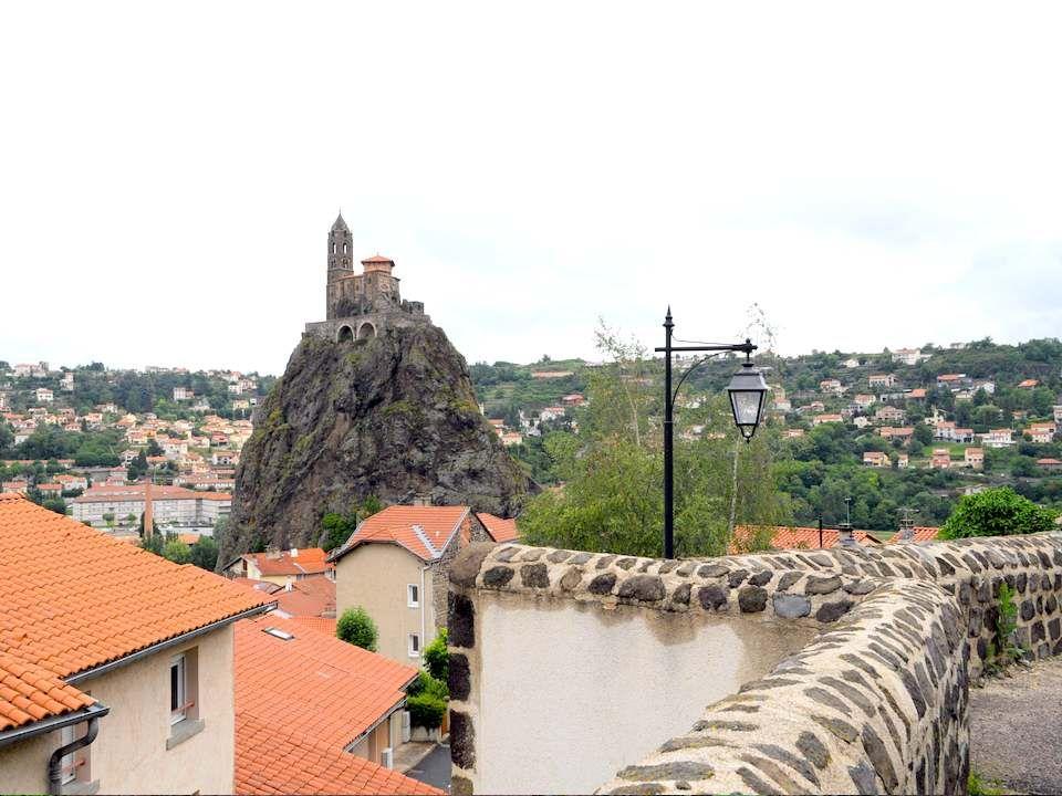 Lhorizon du Puy-en-Velay est dominé par trois