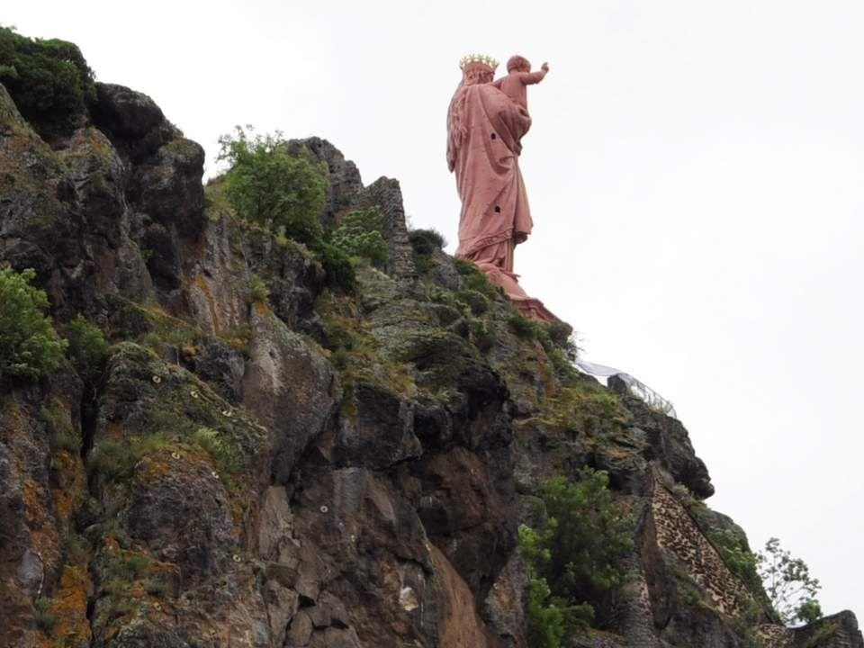 Et enfin, et surtout, la statue monumentale de Notre-Dame de France : Le 8 septembre 1855, jour de la fête de la Nativité de la Vierge, le général Pél