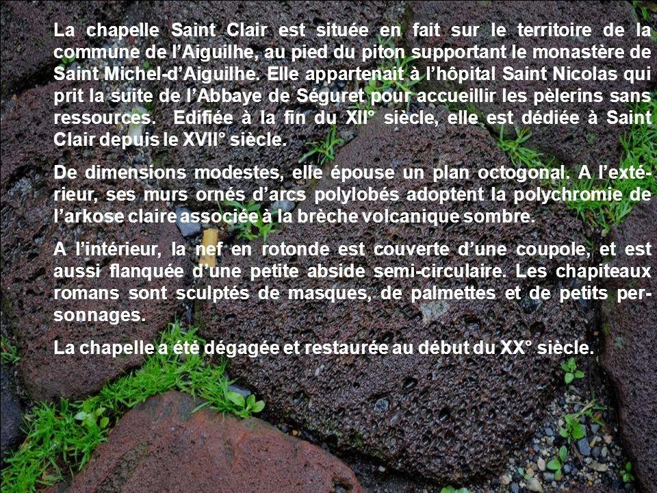 Nous navons pu visiter le cloître. Il était fermé lors de notre passage. Attenant à léglise, il fut édifié aux XI° et XII° siècles. Classé monument hi