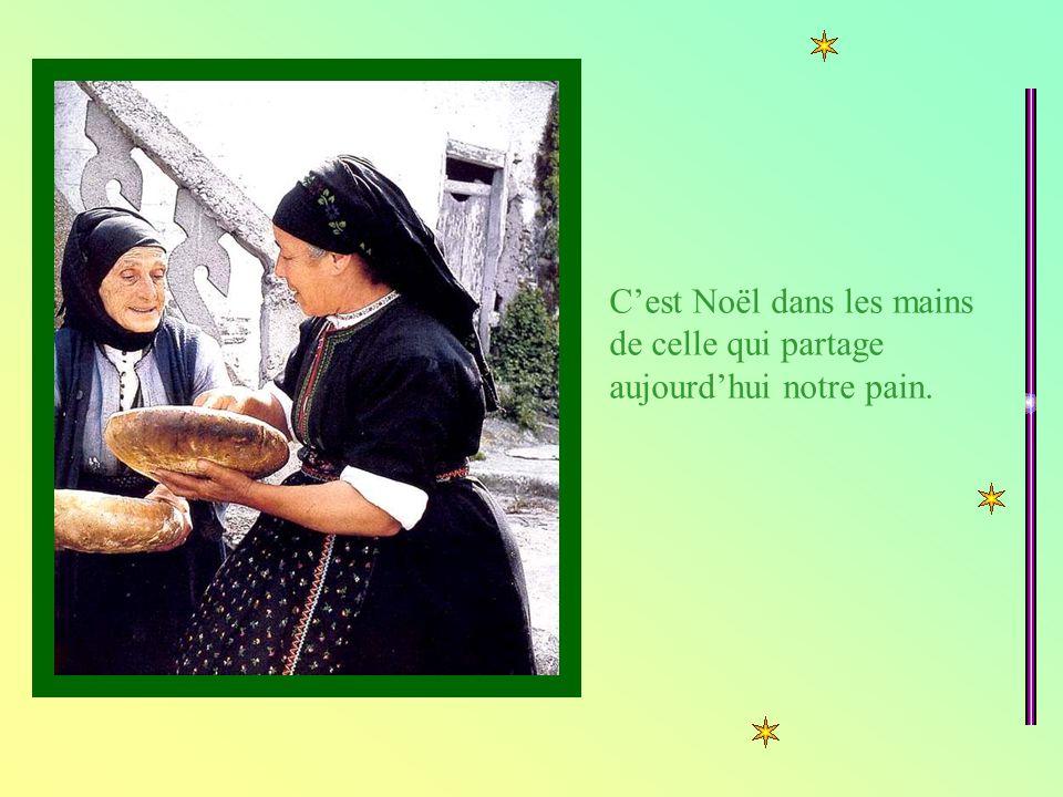 Cest Noël dans les mains de celle qui partage aujourdhui notre pain.