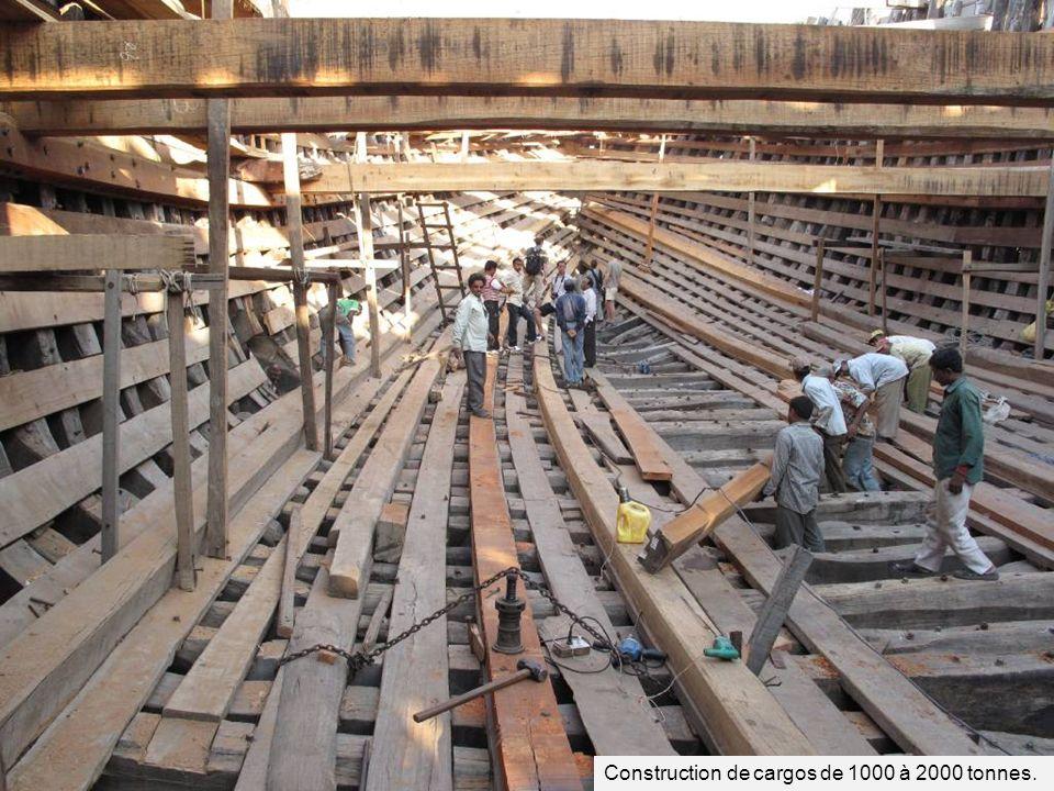 Construction de cargos de 1000 à 2000 tonnes.